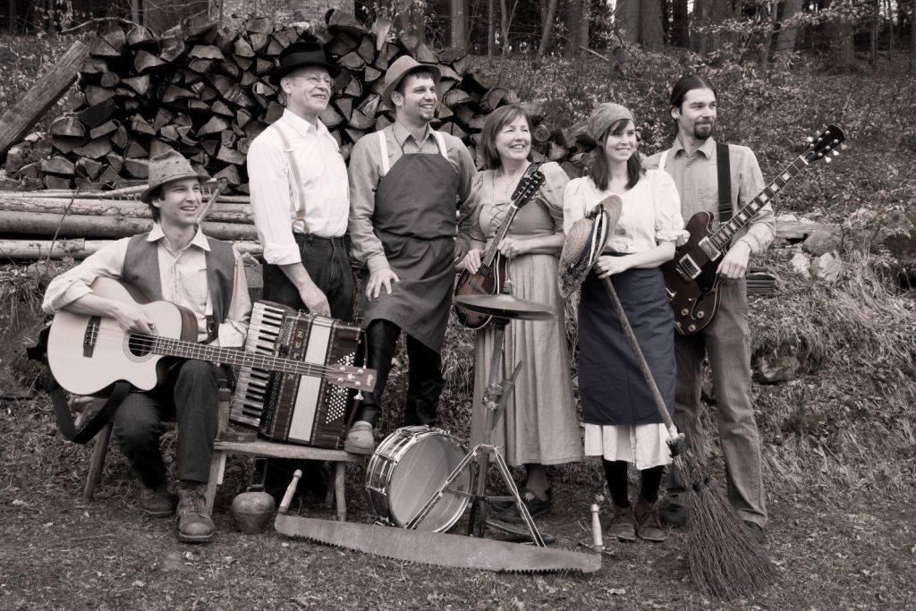 Leinöl, so nennt sich die Musikgruppe aus dem Mühlviertel, die traditionelle Volksmusik mit internationalen Rhythmen verbindet.