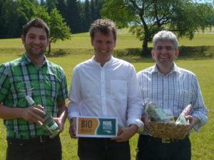 Obmann Klaus Bauernfeind (mitte), Finanzreferent Manfred Huber (rechts) und Geschäftsführer Daniel Breitenfellner führen die neu formierte BioRegion Mühlviertel an. Foto: BioRegion Mühlviertel