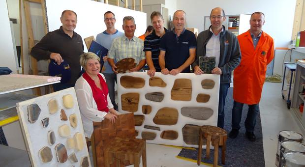 Aufmöbler bauen Möbel aus Restholz